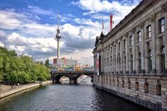 A list of the top 5 must see places in Berlin, Germany. The first is the Brandenburg Gate—Germany's symbol of peace and reunification. Museum Island, Reunification, Brandenburg Gate, Berlin Germany, Cn Tower, The Good Place, Places To Visit, Travel Europe, Building