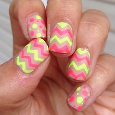Chevron & dotted nails? Who knew such a unique mix of patterns, lime, & fuchsia could make such an awesome combo. Talk about a new favorite nailspiration idea!