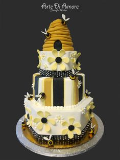 Beehive is made of rice krispie treats and fondant. Pretty Cakes, Beautiful Cakes, Amazing Cakes, Unique Cakes, Creative Cakes, Fondant Cakes, Cupcake Cakes, Fun Cupcakes, Bee Hive Cake