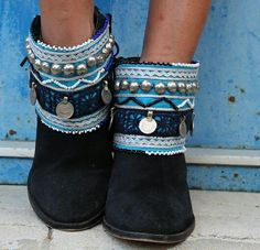 Dress up your boots with these one of a kind ethnic handmade boot covers! Boho Boots, Sexy Boots, Fashion Bags, Boho Fashion, Fashion Shoes, Botas Boho, Sexy Stiefel, Boot Bracelet, Boot Jewelry