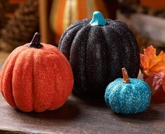 You're going to love this collection of awesome painted pumpkins for fall & Halloween! These painted pumpkin ideas are for all skill levels. Holidays Halloween, Halloween Crafts, Holiday Crafts, Holiday Fun, Halloween Decorations, Halloween Ideas, Holiday Ideas, Thanksgiving Ideas, Fall Decorations