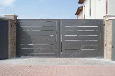 Cancelli moderni in acciaio e ferro battuto - Vicenza Front Gates, Entrance Gates, Entry Doors, Home Gate Design, Iron Gate Design, Indoor Stair Railing, Railings, Gate Designs Modern, Modern Fence