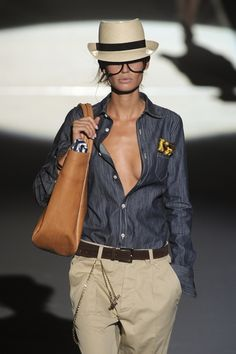 Dark blue denim shirt at Milan Fashion Week Spring 2011 Mode Outfits, Casual Outfits, Fashion Outfits, Fashion Trends, Milan Fashion, Fashion Weeks, Runway Fashion, Look Camisa Jeans, Safari Chic
