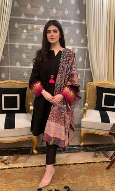 Pakistani Dresses Party, Simple Pakistani Dresses, Pakistani Fashion Party Wear, Pakistani Dresses Online, Pakistani Dress Design, Party Wear Dresses, Pakistani Gowns, Pakistani Actress, Abaya Fashion