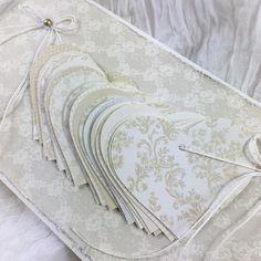 """1 likerklikk, 1 kommentarer – Mona Vestpåsveen (@monavestpaasveen) på Instagram: """"Hjerter på en snor til brudeparet 💛 #bryllupskort #bryllup #lagetavmeg #monakort #kortlaging…"""""""