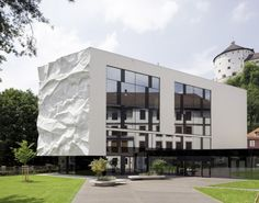 High School Crinkled Wall / WIESFLECKER ARCHITECTURE