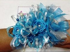 Paso a paso corsache de mano baby shower niño VIDEO No. 199 - YouTube Baby Shower Niño, Baby Shower Games, Maternity Sash, Baby Sandals, Holidays And Events, Fabric Flowers, Hair Bows, Headbands, Hair Accessories