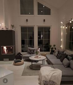 Awesome Winter Decoration Ideas You Have to Try at Your Home Style At Home, Dream Home Design, House Design, Interior Design Presentation, Luxury Homes Dream Houses, Inspire Me Home Decor, Minimalist Home Decor, Aesthetic Rooms, Home And Deco