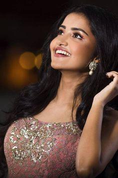 Anupama Parameswaran photo shoot stills october 2017 Beautiful Blonde Girl, Beautiful Girl Photo, Beautiful Girl Indian, Most Beautiful Indian Actress, Beautiful Bollywood Actress, Beautiful Actresses, India Beauty, Asian Beauty, Indian Girl Bikini