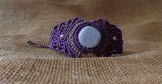 Jade lavande bracelet macramé violet et beige par LaQuetzal