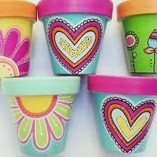 These are so pretty! Flower Pot Art, Flower Pot Design, Clay Flower Pots, Flower Pot Crafts, Clay Pots, Clay Pot Projects, Clay Pot Crafts, Painted Plant Pots, Painted Flower Pots