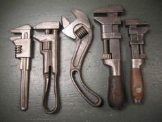 OLD-USED-VINTAGE-MECHANICS-TOOLS-RARE-ADJUSTABLE-WRENCHES-GROUP