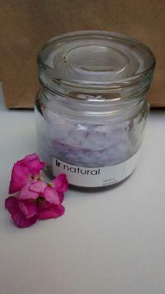 De los consentidos: Pads tejidos a mano 100% algodón reutilizables, los cuales están infusionados en un tónico facial de lavanda y hamamelis.