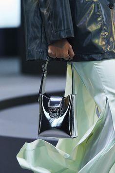 Best Bags, Gianni Versace, Cute Bags, Purses And Handbags, Salvatore Ferragamo, Milan Fashion, Dior Ring, Junho, Fashion Weeks