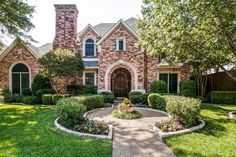 Oaktree Estate Home at 5312 Ambergate Lane in Dallas, Texas. #mynewhome #timeless #ebbyppp