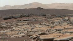 Earth-ish Mars: Images taken from the Curiosity rover show a series of sedimentary deposits in an area of the Gale Crater. Curiosity Rover, Curiosity Mars, Cosmos, Sonda Curiosity, Polo Sul, Mars Science Laboratory, Mars Photos, Road Trip, Milky Way