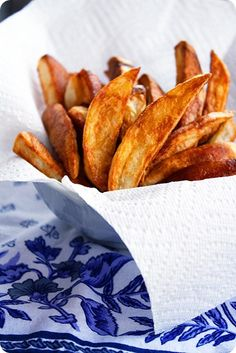Crispy Oven-Baked Potato Fries Oven-Baked Fries made these tonight and they were amazing! Crispy Potatoes In Oven, Baked Red Potatoes, Fried Potatoes Recipe, Baked Potato Oven, Fries Recipe, White Potatoes, Crispy Oven Fries, Fries In The Oven, Side Recipes