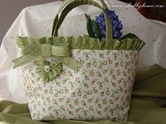 Shabby Home: Potresti essere TU! - Sal hearts with surprise! Maybe it's yours - part 3 Sac Vanessa Bruno, Shabby Home, Shabby Chic, Diy Sac, Potli Bags, Handmade Purses, Craft Bags, Bag Patterns To Sew, Patchwork Bags
