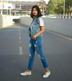 Cute Preppy Outfits, Everyday Casual Outfits, Pretty Outfits, Fashion Hub, Fashion Outfits, Womens Fashion, Sejal Kumar, Denim Outfit, Brown Fashion