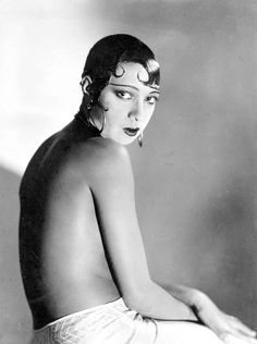 """Josephine Baker - American-born dancer, singer, and actress who came to be known in various circles as the """"Black Pearl,"""" """"Bronze Venus"""" and even the """"Creole Goddess"""". Josephine Baker, Cabaret, Brigitte Bardot, Foto Poster, Elsa Schiaparelli, Actrices Hollywood, Vintage Hollywood, Classic Beauty, Black Is Beautiful"""