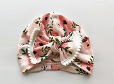 Watercolor Rose Hat with XL pom pom bow : Baby Girl Hat Baby Baby Turban Headband, Diy Baby Headbands, Turban Hat, Baby Girl Bows, Girls Bows, Creation Couture, Diy Bow, Baby Crafts, Baby Sewing