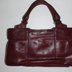 Ja nää vanhat käsilaukut, ne vaan viehättää kovasti.  Viininpunainen iltalaukku Retro, My Style, Bags, Fashion, Handbags, Moda, La Mode, Dime Bags, Fasion