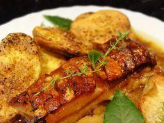 Pečínka na jablkách s pečeným bramborem Tandoori Chicken, Chicken Wings, Meat, Ethnic Recipes, Food, Essen, Meals, Yemek, Eten