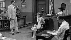 """Một cảnh thẩm vấn chéo trong bộ phim kinh điển """"Giết Con Chim Nhại"""" với tài tử Gregory Peck. Thẩm vấn chéo luôn là một hoạt động tạo kịch tính quan trọng với các nhà làm phim Hollywood. (Nguồn ảnh: turner.com)"""