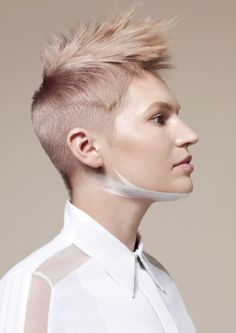 British Hairdressing Awards Collection (8 fotos) A pared down, minimalist approach. The collection features precisely cut, form-fitting shapes of stripped back simplicity and muted colour that reflect a utilitarian, functional concept of graphical shape and the purity of a white work shirt. Mark Hayes | International Creative Director