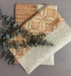 Na klopě květiny či stříbrné čtverečky? / Zboží prodejce Verax   Fler.cz Gift Wrapping, Gifts, Gift Wrapping Paper, Presents, Wrapping Gifts, Favors, Gift Packaging, Gift