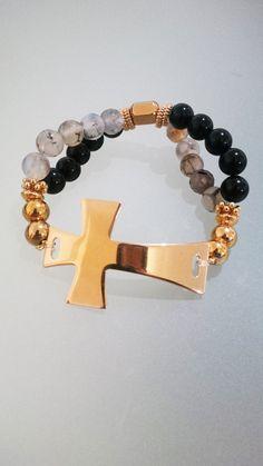 Pulsera hecha a mano con agata, acero y Cruz con baño de oro