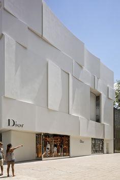 Dior Miami Facade / Barbaritobancel Architectes The American Architecture Prize 2016 Winners Concrete Facade, Stone Facade, White Concrete, Commercial Architecture, Facade Architecture, Facade Design, Exterior Design, Boutique Dior, Miami Pictures
