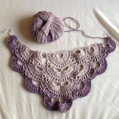 Neues Häkelprojekt. Es wird ein #virustuch aus Wolle die ich zum Geburtstag bekommen habe new WIP. A #virusshawl I'm in love with the yarn. #crochet #crochetshawl #häkeln #häkelnmachtglücklich #hilfeichbinsüchtignachwollemitfarbverlauf by vanillekindsfan