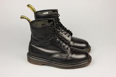 Англия! фирменные кожаные ботинки Dr. Martens за 950 грн. Dr. Martens, Combat Boots, Shoes, Women, Fashion, Moda, Zapatos, Shoes Outlet, Fashion Styles