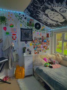 Indie Bedroom, Indie Room Decor, Cute Bedroom Decor, Room Design Bedroom, Room Ideas Bedroom, Bedroom Inspo, Chill Room, Cozy Room, Retro Room