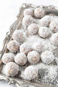 Such a tasty date ball recipe and the perfect recipe to make with kids. The mixture comes together quickly and easily makes about 20 balls. Use Tennis biscuits or Marie Biscuits. Easy Date Balls Recipe, Marie Biscuits, Baking Recipes, Cookie Recipes, Date Recipes, Good Dates, Biscuit Recipe, Perfect Food, Food To Make