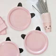 DIY paper cat plates for a Kitty Cat Birthday party