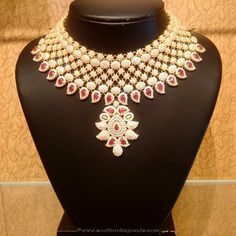 New Gold Necklace Designs, New Gold Bridal Necklace Designs. Latest Necklace Design, Necklace Designs, Indian Wedding Jewelry, Indian Jewelry, Stylish Jewelry, Fashion Jewelry, Jewelry Sets, Women's Fashion, Bridal Necklace