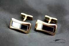 Beautfiul and stylish 18 carat golden Piaget cufflinks with hematite. For € 900,-.  http://www.goldbergjuweliers.nl/shop/products-page/goud/18k-piaget-manchet-knopen