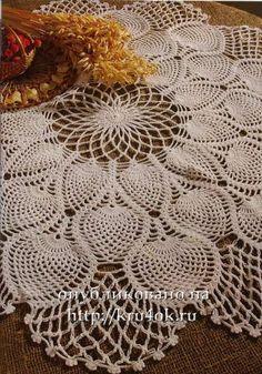 Модель 1. Белая скатерть с ананасами. Диаметр скатерти - 65 см. Вам потребуется: белые хлопчатобумажные нитки, крючок № 1,25. Вяжите