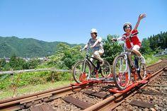岐阜県飛騨市の旧神岡鉄道の鉄路とマウンテンバイクを組み合わせた、新感覚の乗り物「ガッタンゴー」