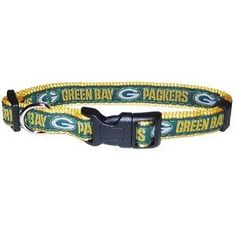 Show off your favorite team and your pet all at the same time with this officially licensed NFL collar