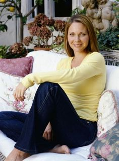 this young lady was born in Kelli Williams, Beautiful Celebrities, Beautiful Women, Health And Beauty, Bell Bottom Jeans, Tv Shows, Bell Sleeve Top, Fashion Looks, The Incredibles