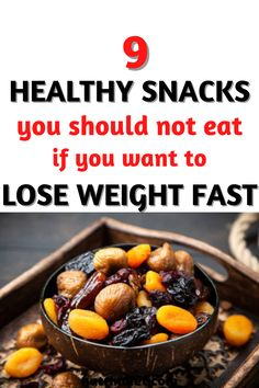 Dried fruits are very much adhered to weight loss diets, some people eat a packet during a meal or mix it with a pot of yogurt. However, you should be careful, because, in 100g of raisins, which is one of the most popular dried fruits, you can have 300 calories, 80g of carbohydrates (which is more than a plate of pasta)... #HealthyDietTips #LoseWeightDiet Healthy Diet Tips, Super Healthy Recipes, Healthy Snacks, Lose Weight, Weight Loss, 300 Calories, People Eating, Diets, Yogurt