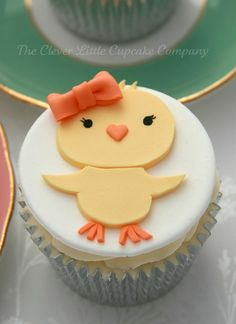 Easy Easter Chick Cupcakes for Kids, Easter Party Food Ideas, Edible Craft Ideas #2014 #easter #chick #cupcakes www.loveitsomuch.com