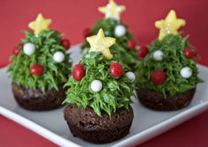 There's a strawberry surprise inside these Christmas tree brownie bites