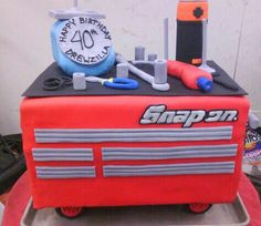 Snap on tool box cake - littlecreme cakes