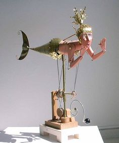 Mermaid automata by Keith Newstead. A Brassy Mermaid. Adult Crafts, Fun Crafts, Kinetic Art, Mermaids And Mermen, Arte Popular, Assemblage Art, Stop Motion, Altered Art, Vintage Toys