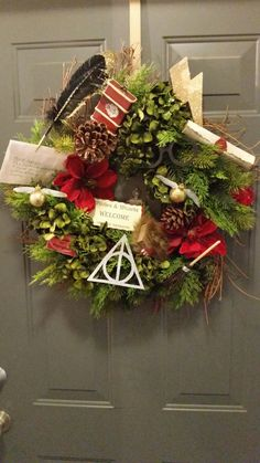 Love my Harry Potter Christmas Wreath!, DIY and Crafts, Love my Harry Potter Christmas Wreath! Harry Potter Halloween, Deco Noel Harry Potter, Natal Do Harry Potter, Harry Potter Navidad, Harry Potter Weihnachten, Décoration Harry Potter, Harry Potter Thema, Harry Potter Bedroom, Harry Potter Christmas Decorations