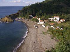 Yalıköy plajı/Çatalca/istanbul/// İstanbul Çatalca'da bulunan Yalıköy eski bir Rum balıkçı köyü. On iki kilometrelik sahile sahip olan bölgenin eski adı Podima. Karadeniz kıyısındaki ormanları, gölleri, mesire alanları, ve diğer doğal zenginlikleri ile doğa severlerin ilk adresi. Yalıköy'de turizm çok fazla gelişmemiş ancak yüz metre genişliğinde, on iki kilometre uzunluğundaki  kumsala ev sahipliği yapıyor. Visit Turkey, Areas Of Life, Istanbul, Countries, Most Beautiful, Camping, Beach, Water, Travel